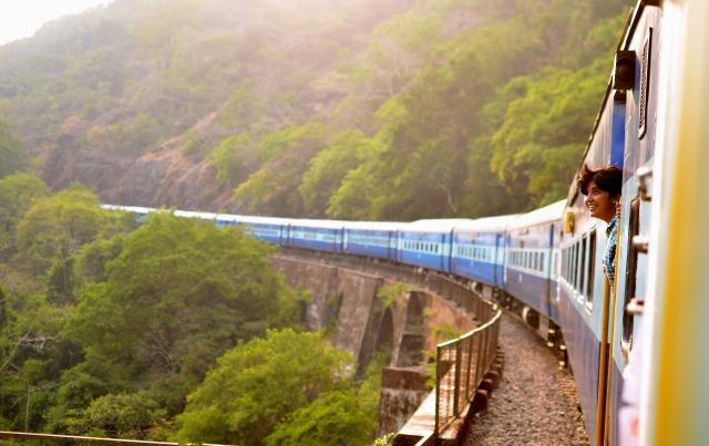 train-947323_1920
